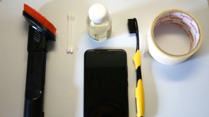 инструменты для чистки микрофона смартфона